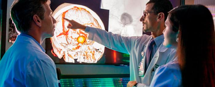 diferencia entre un neurólogo y un neurocirujano